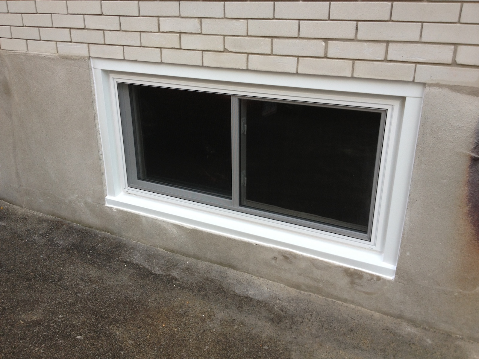 Basement window finishing homeimprovement for Basement window replacement